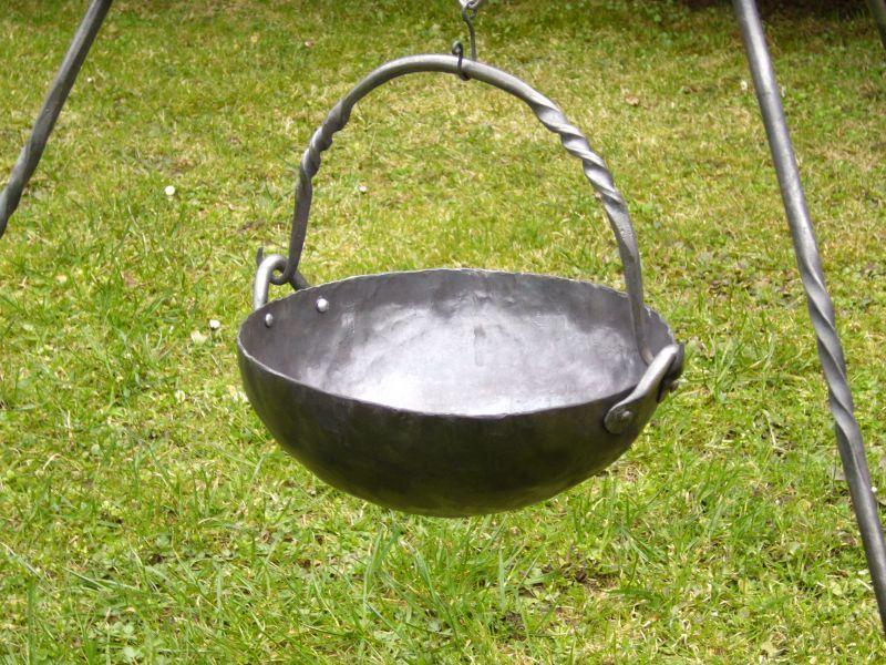 Kovaný keltský kotlík na oheň - replika